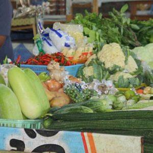 Segeltörn in Thailand Gemüse einkauf
